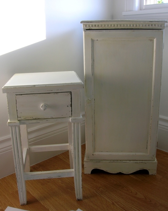 How To Antique And Distress Furniture With Paint Movita Beaucoup